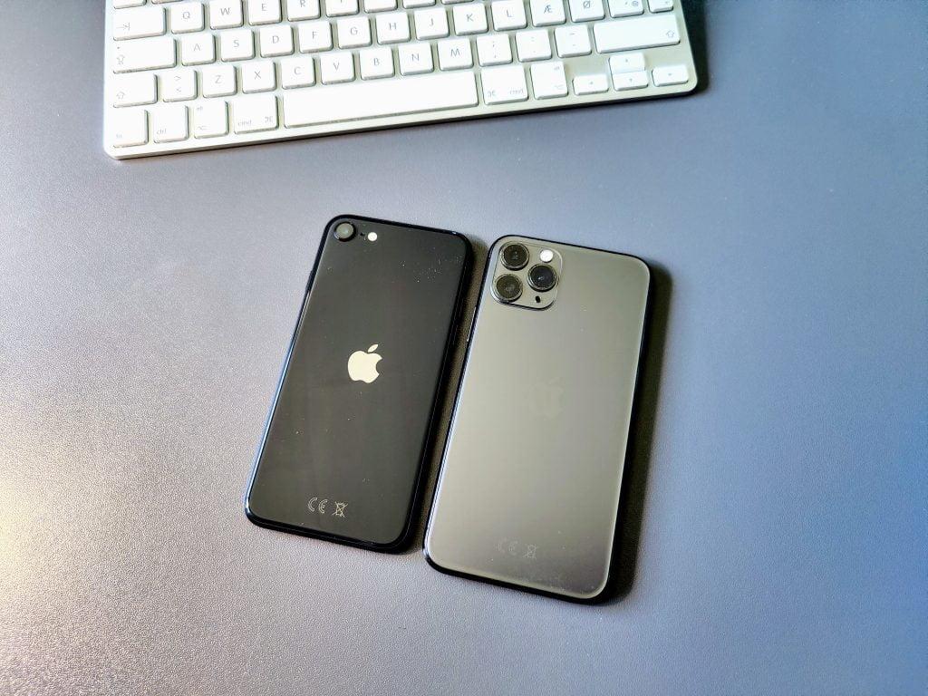iPhone SE ved siden af iPhone 11 Pro