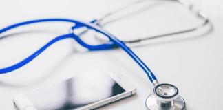 Doctor smartphone læge