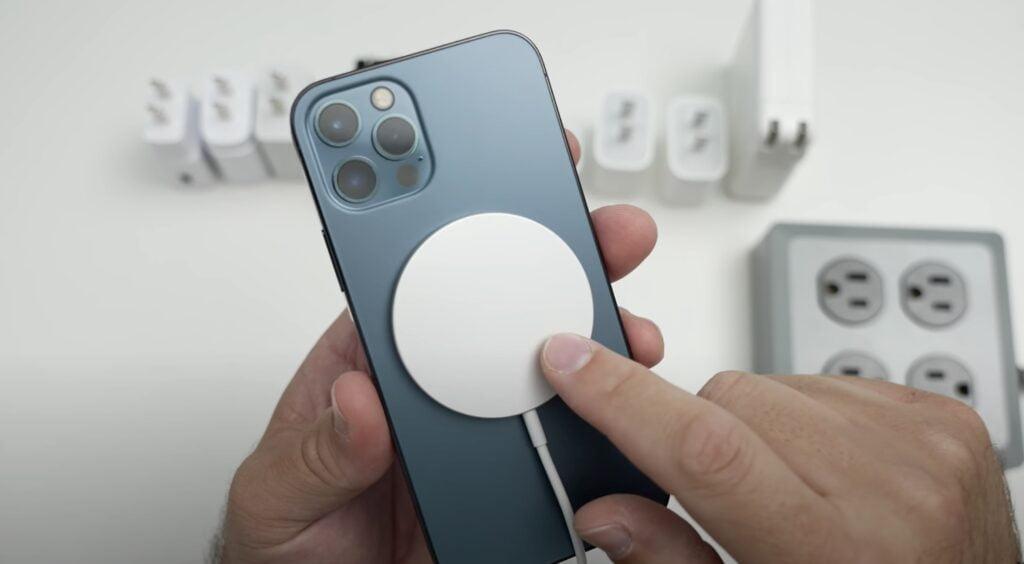 MagSafe-oplader på iPhone 12 Pro. Hvilken oplader skal du vælge til MagSafe