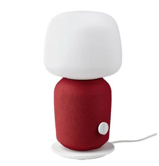 Bordlampen fra IKEA og Sonos med rød front (Foto: IKEA)