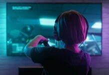 """Den digitale verden er et """"farligt sted"""" - mange børn udsættes for mobning og grimt sprog (Foto: Telenor)"""