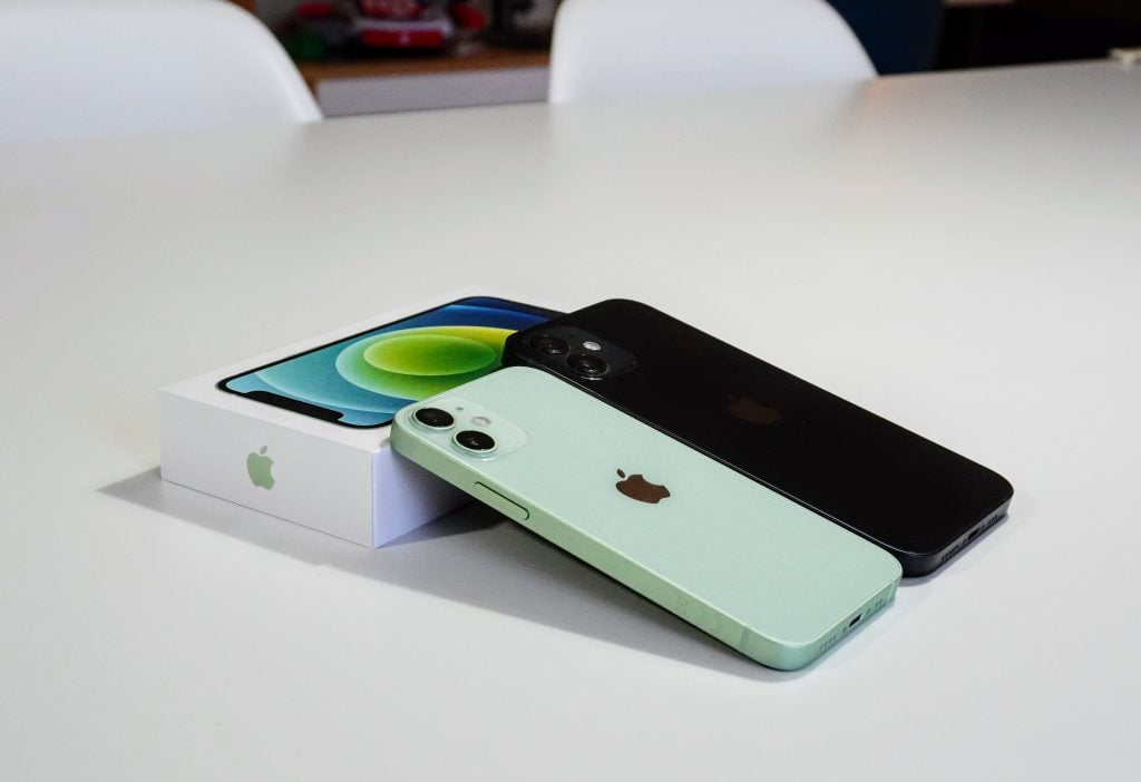 iPhone 12 Mini og iPhone 12
