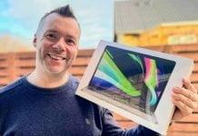 John G med MacBook Pro