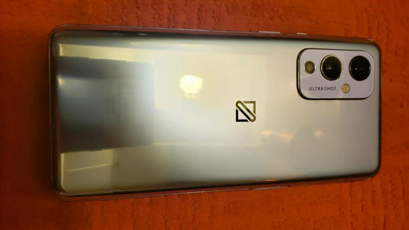 Billede af det som angiveligt er en prototype på den kommende OnePlus 9 (Foto: Shamete1 / eBay)