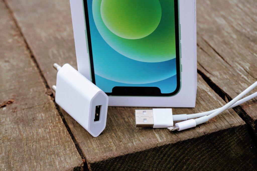 iPhone12-oplader-USB-A-lightning