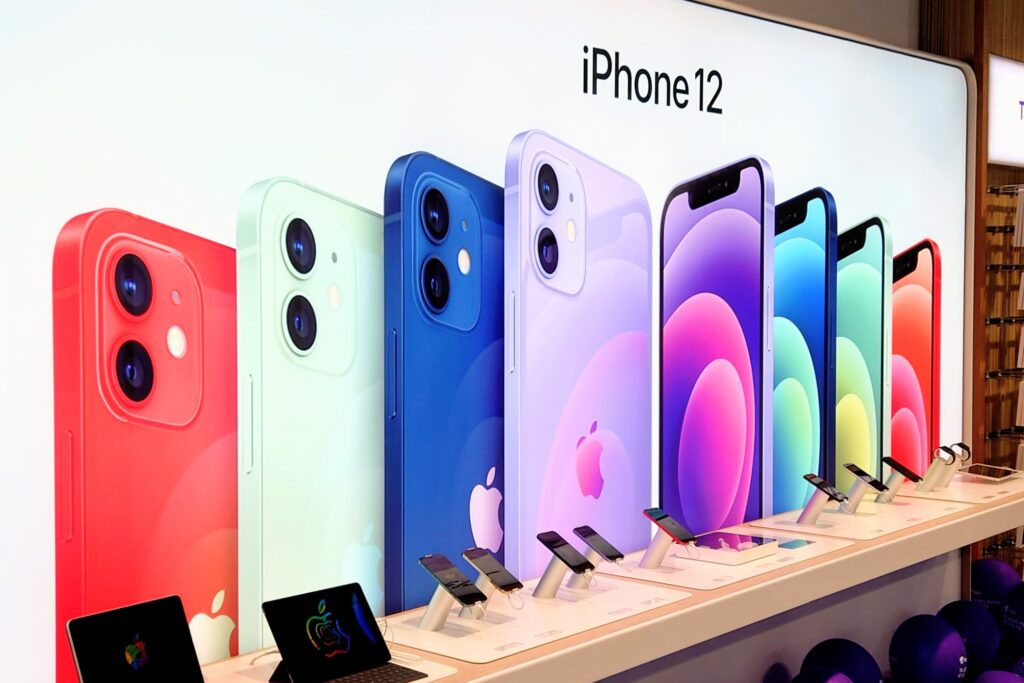 iPhone 12 i Telia butik