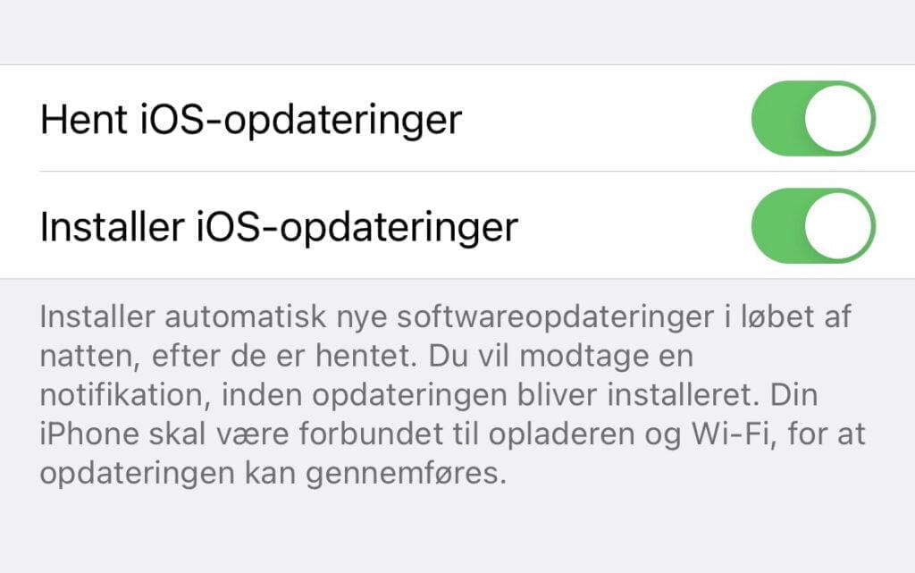 Du kan slå automatiske opdateringer og downloads af nye softwareopdateringer fra, så kan du blive på iOS 14 (Foto: MereMobil.dk)